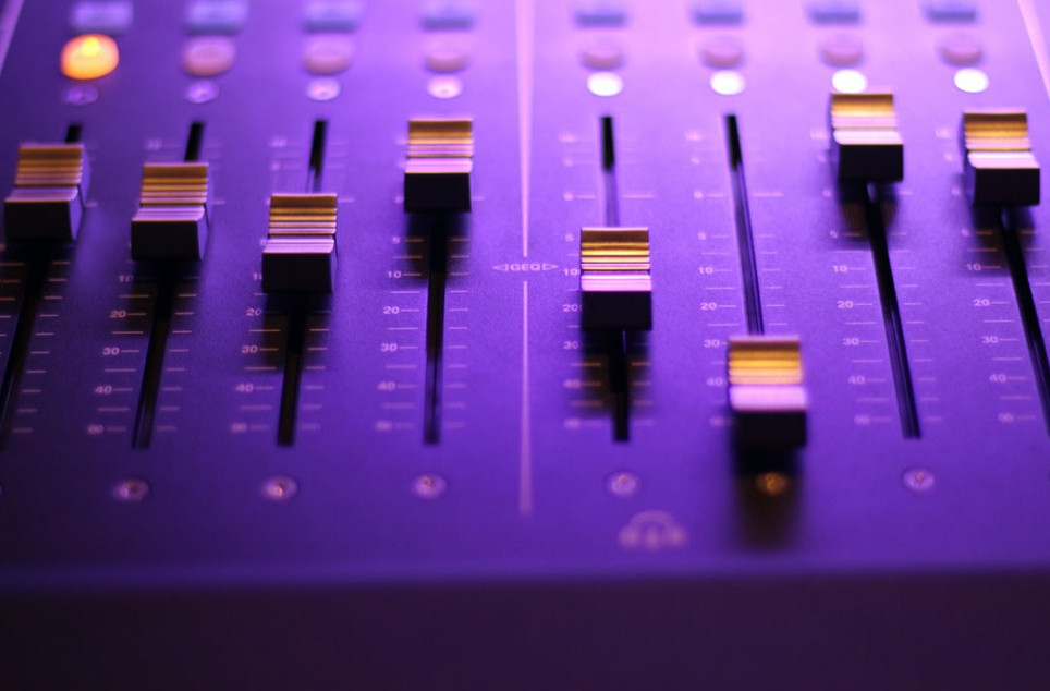 Sound into the purple spaces